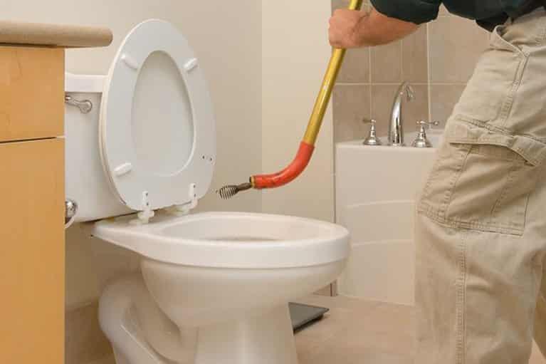 Otpušavanje WC šolje sajlom