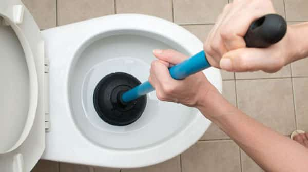 Otpušavanje WC šolje vakum gumom